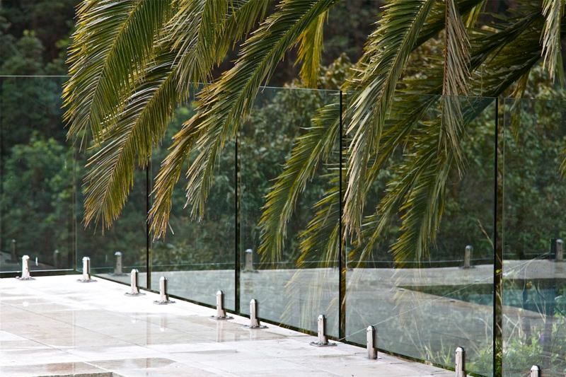 frameless-glass-pool-fence-brisbane-800x533