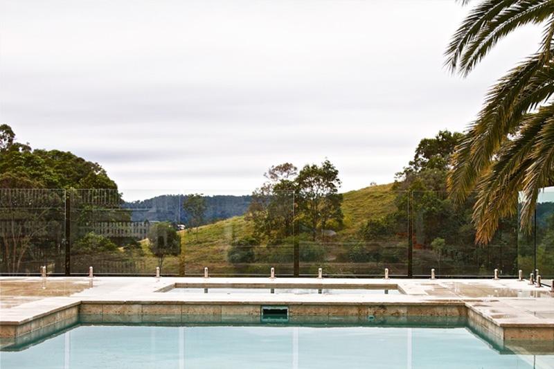 glass-pool-fence-brisbane-800x533